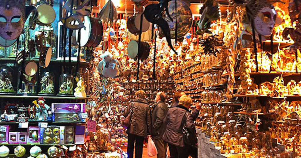 Big Shops And Little Markets Of Naples Streets For Shopping Visitnaples Eu