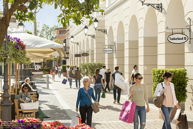 La Reggia Designer Outlet - Fashion in Naples 3929e074ac1
